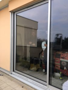 Installation baie coulissante aluminium en Essonne