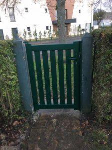 Installation d'un portillon vert